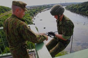 J. Vitkaus inžinerijos bataliono kariams aukščio baimė – svetima