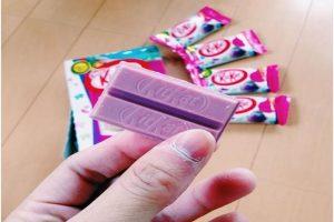 """Rinkai pristatytas """"Kit-Kat"""" batonėlis su ... rožiniu šokoladu"""