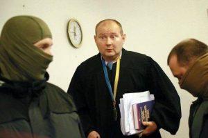 Kyšius ėmęs Ukrainos teisėjas pinigus laikė stiklainiuose
