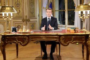 Apklausa: dauguma prancūzų patenkinti E. Macrono pažadais