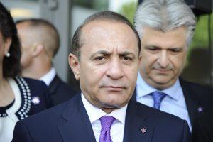 Iš posto traukiasi Armėnijos premjeras