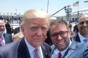 Dėl asmenukės su D. Trumpu – juoko ir pykčio banga
