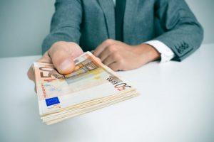Seimas spręs, kaip valstybės ir savivaldos įmonės ateityje teiks labdarą