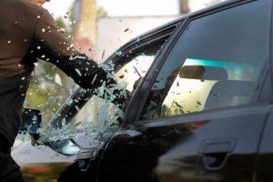 """Ką daryti, kai kelyje """"užverda"""" kraujas dėl kitų vairuotojų"""