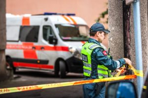 Tragedija Šilainiuose: užsimušė pro balkoną iškritusi moteris