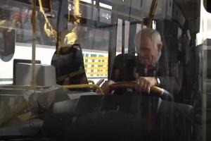 Pagarba: kaunietis vairuotoju dirba jau 50 metų