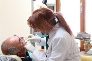 Ar pensininkai gali gauti nemokamų odontologo paslaugų?