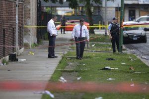 Po žiaurios nakties Čikagoje nušauti penki žmonės, dešimtys sužeista