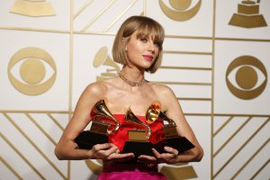 "T. Swift atsiėmė pagrindinį ""Grammy"""