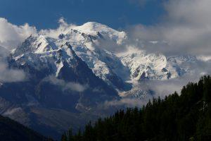Ant Monblano dingusio japonų alpinisto paieškos nutrauktos