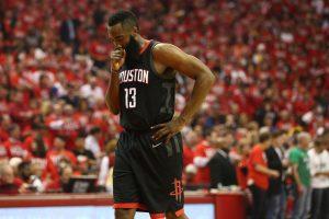 """J. Hardenas """"Rockets"""" neišgelbėjo: seriją pergale pradėjo čempionai"""