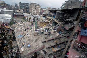 Kenijoje sugriuvus pastatui ieškoma žmonių