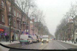 Klaipėdos centre – ekstremali situacija: moteris ketino iššokti pro buto langą