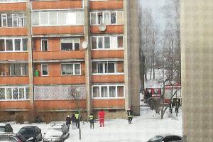 Klaipėdos ugniagesiai lipo į balkoną trečiajame aukšte