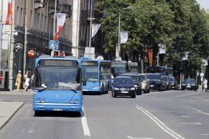 Gera žinia: vieną dieną automobilių vairuotojai autobusais važiuos nemokamai