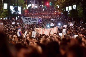 Serbijoje tūkstančiai žmonių protestavo prieš išrinktąjį šalies prezidentą