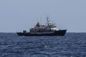 Malta neįsileido imigrantų priešininkų laivo