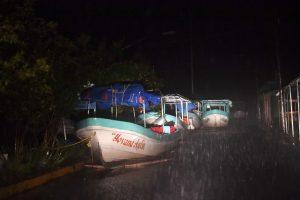"""Rytinę Meksikos pakrantę pasiekė uraganas """"Katia"""""""