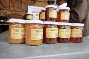 Kaip atskirti tikrą medų nuo medaus skonio mišinio