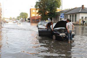 Jei norite apsaugoti automobilį per lietų, naudokitės viena taisykle
