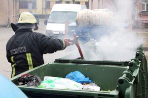 Pokštavo padeginėdamas konteinerius uostamiestyje