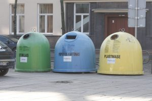 Plastiko, popieriaus ir stiklo atliekas siūloma tvarkyti geriau