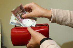 Pašalpos gavėjų sumažėjo perpus