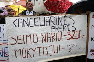 Švietimo profsąjungos ragina Vyriausybę kelti algas, grasina streiku