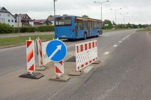 Liepojos gatvėje – kliūtys vairuotojams
