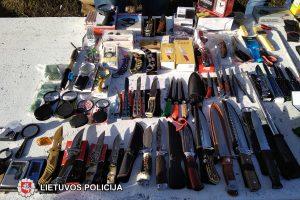 Turguje prekiavo draudžiamais daiktais