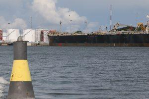 Dėl laivų eismo stabtelėjo statyba