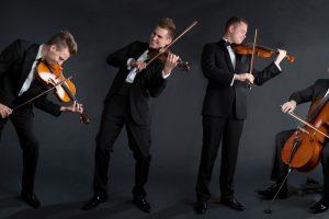 """Palangoje muzikuos styginių kvartetas """"Mettis"""""""