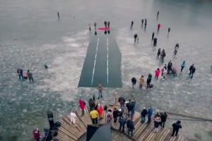 Plaukikai varžėsi rekordinio dydžio eketėje