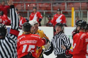Lietuvos ledo ritulio čempionatas prasidėjo muštynėmis
