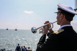 Trečioji šventės diena: žuvusių jūroje pagerbimas ir įgulų eisena (programa)