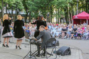 Vasariškos muzikos vakarai vilioja į parką