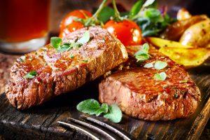 Šalta: su salotom jau neišsiversit, reikia mėsos (pietų pasiūlymai Vilniaus centre)