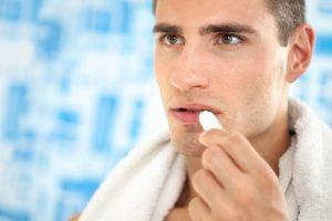 Vaistininkas: kuo vyras jaunesnis, tuo labiau rūpinasi savo higiena