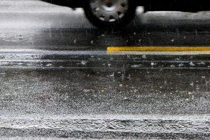 Šakių ir Skuodo rajonuose eismo sąlygas sunkina plikledis