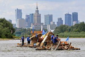Lenkai atgaivino senovinę medienos plukdymo sieliais tradiciją