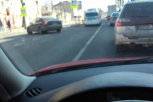 """Kaune """"VW Golf"""" partrenkė du pėsčiuosius"""
