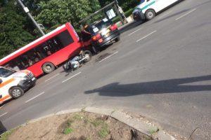 Per avariją V. Krėvės pr. sužalotas jaunas motociklininkas