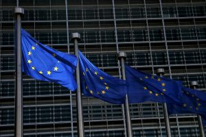 Teismas panaikino sankcijas penkiems Ukrainos senosios valdžios pareigūnams