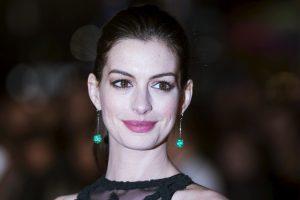 Aktorė A. Hathaway pademonstravo apnuogintą nėščiosios pilvuką