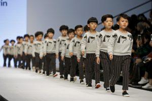 """Istorinis posūkis: Kinija atsisako """"vieno vaiko"""" politikos"""