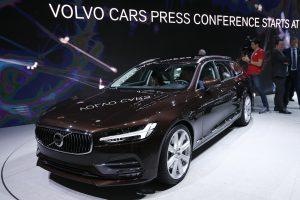 """""""Volvo"""" grynasis pelnas šoktelėjo 90 proc."""