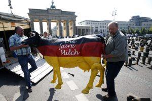 Vokietija pienininkams žada skirti bent 100 mln. eurų pagalbą