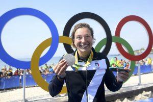 Gėjų teisių gynėjai sveikina italų plaukikės viešą padėką savo draugei