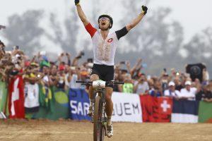 Kalnų dviračių vyrų varžybose nepralenkiamas buvo šveicaras
