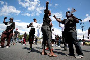 Kalifornijoje juodaodžio žūtis nuo policijos kulkų išprovokavo protestus